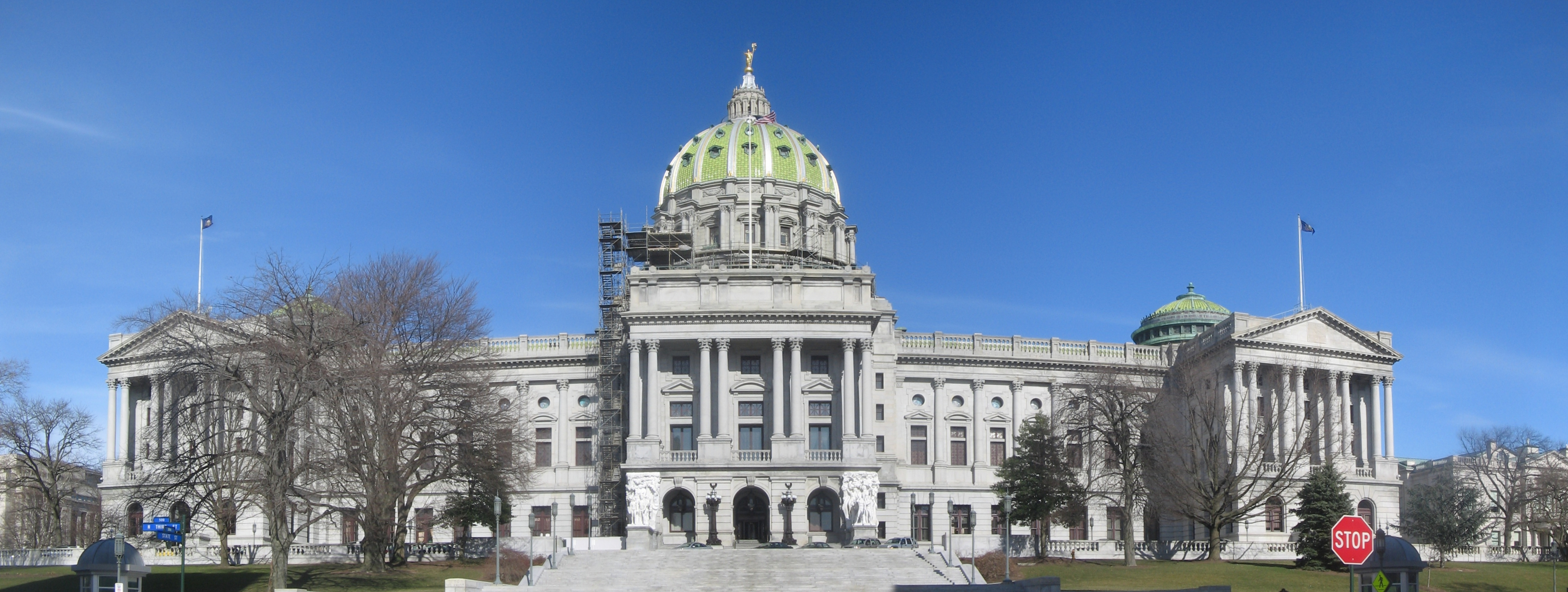 Pennsylvania_State_Capitol_Front_Panorama.jpg