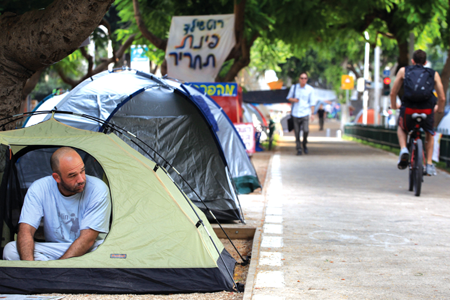Tel Aviv residents protest the high cost of living in 2011. Liron Almog/Flash90.