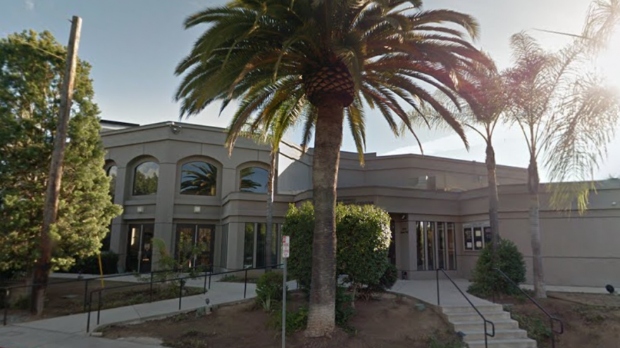 Chabad of Poway next to palm tree