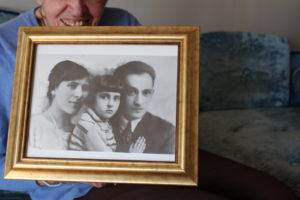 An old black and white photo of Itka Zymuntowicz's family