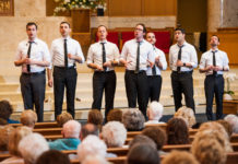 A cappella singing group The Maccabeats entertained the crowd.