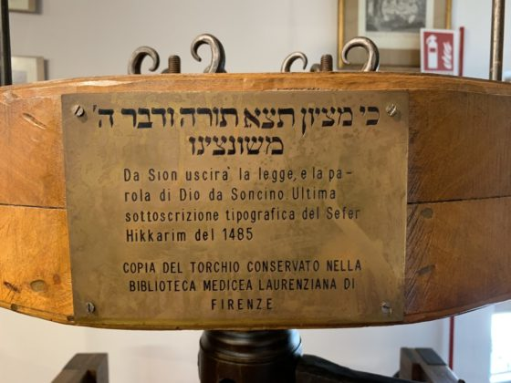 A plaque with Hebrew and Italian words