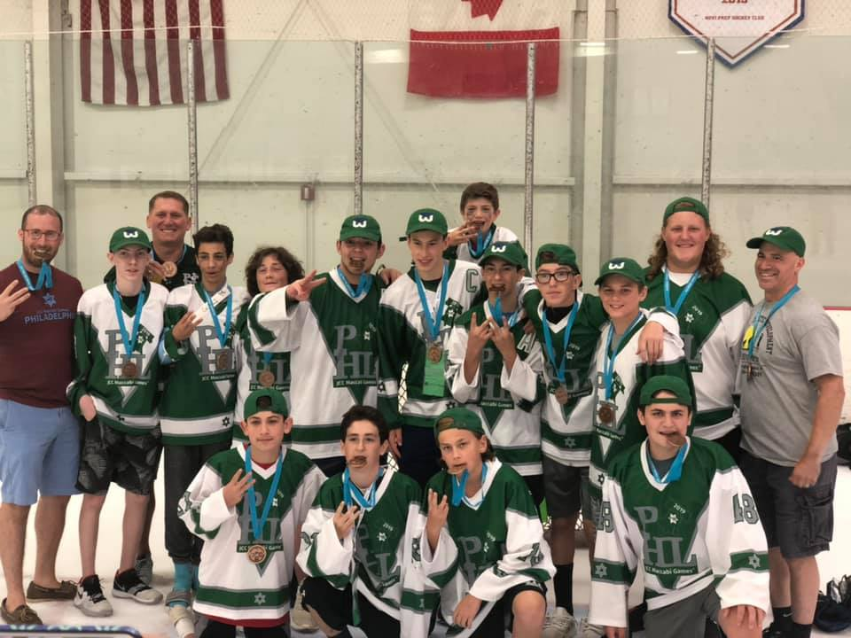 the ice hockey team with their bronze medals