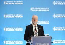 Rabbi Hazzan Jeffrey Myers at a podium