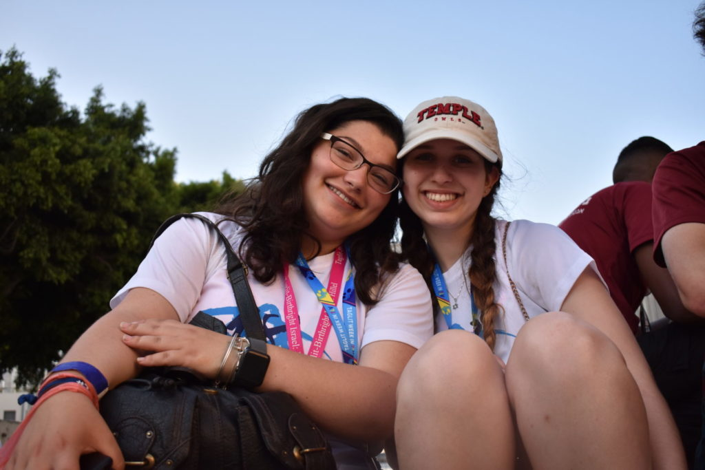 two Temple Hillel students