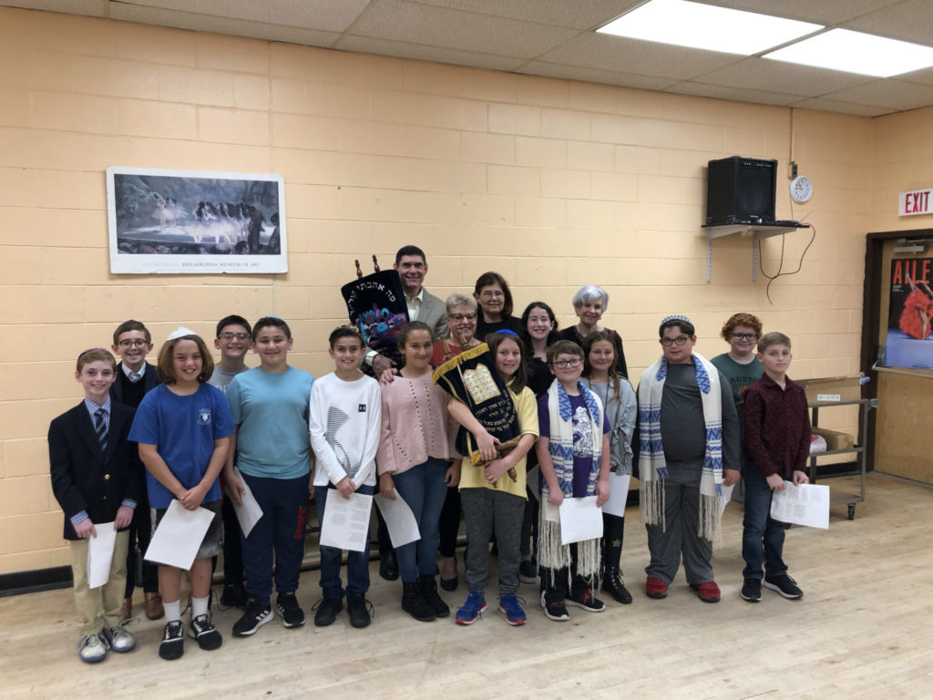 PJDS fifth graders with Rabbi Chaim Gelfand, Shelley Geltzer, Maryellen Pingitore and Nicki Florkoski