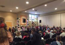 Todd Herzog performs for BTBJ congregants