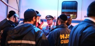 A police briefing with Jewish first responders
