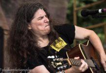 Nanette Arndts plays guitar