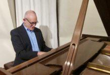Lou Walinksy playing the piano