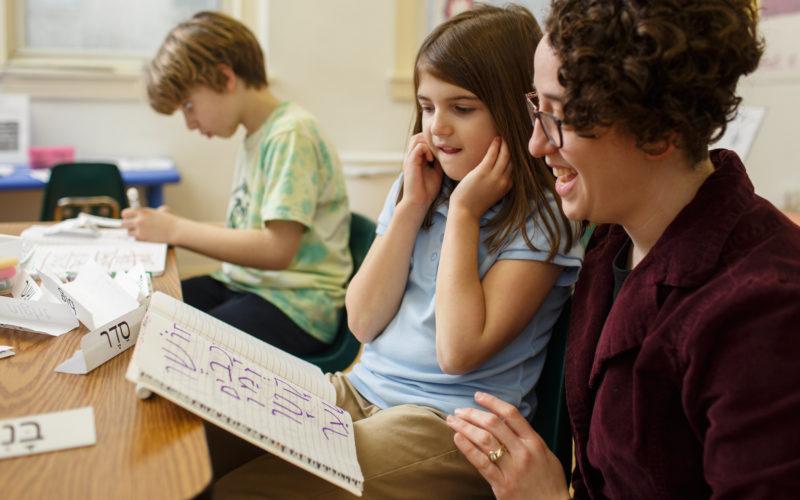 Beverly  Socher-Lerner work with children on the Hebrew alphabet