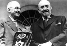 President Truman and Chaim Weizmann with the gifted Torah, 1948 .