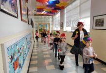 Sonia Arusy and her kindergarten students