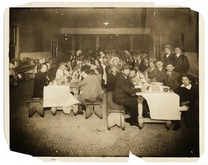 Seder held by HIAS for newly arrived immigrants, New York, circa 1910