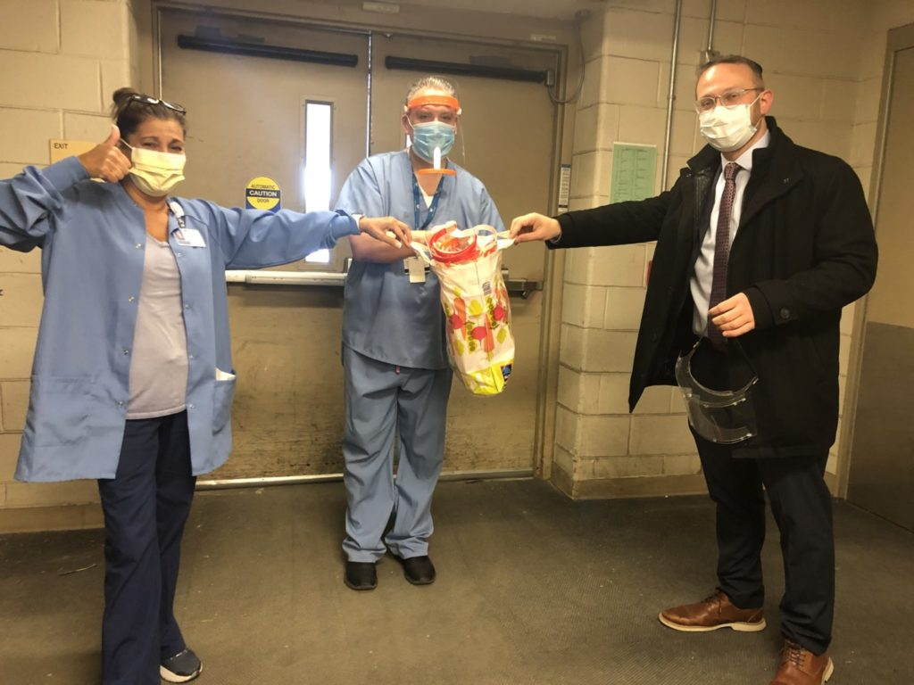 Kohelet Yeshiva Head of School Rabbi Dr. Gil S. Perl delivers the first batch of face shields to Lankenau Medical Center.